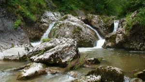 Cascada Tauzului-Valea Gardei